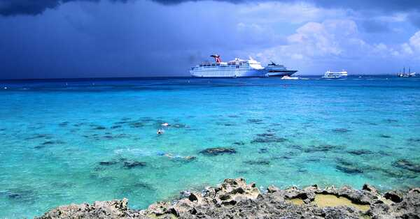 the cayman isles waters and passing ships