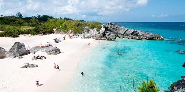 pink sand beach of bermuda with sea